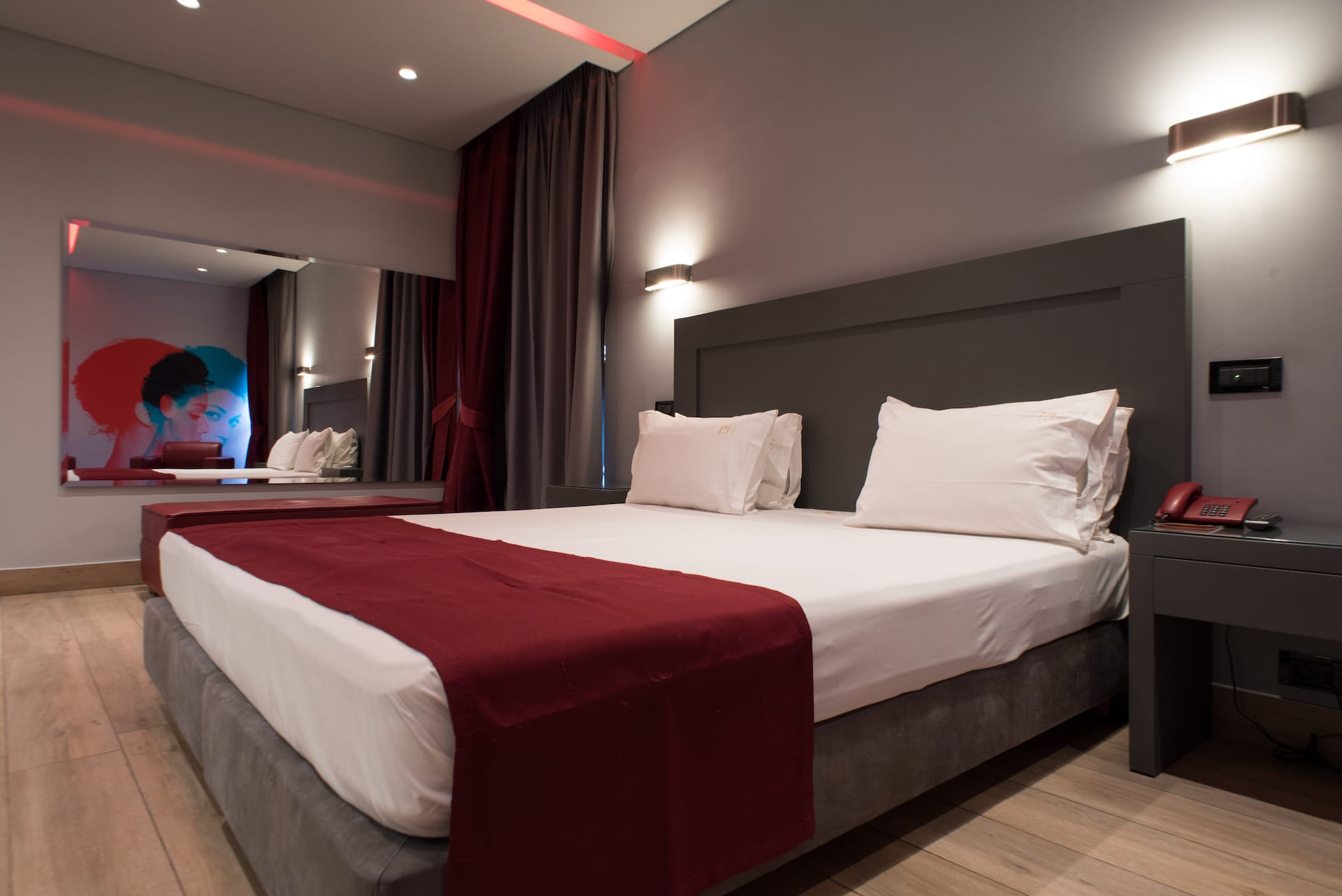 Σουίτες στο Pines Hotel. Ξενοδοχείο ημιδιαμονής στα Βόρεια Προάστια. €58 η ημιδιαμονή.