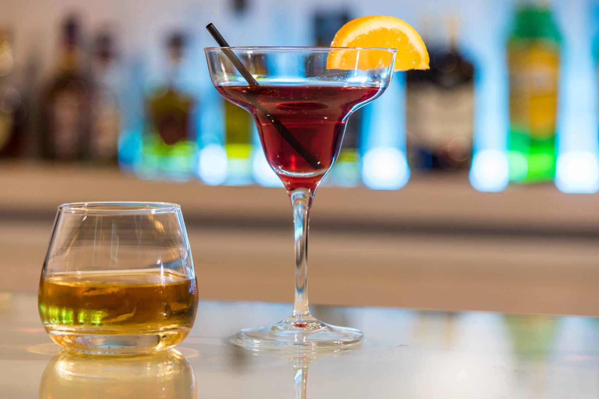 Ποτά όπως σερβίρονται στο μπαρ του ξενοδοχείου ημιδιαμονής Pines Hotel στα βόρεια προάστια.